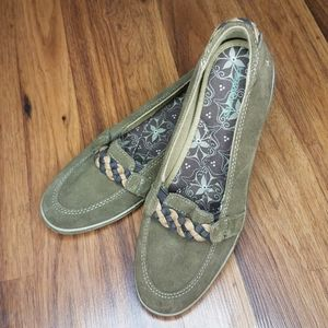 Grasshoppers Suede Wedge Loafer Slip-on EUC